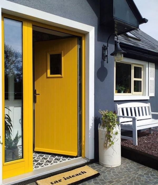 WHAT IS THE BEST COLOUR TO PAINT MY FRONT DOOR?